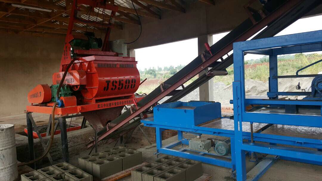 QTY6-15 fully automatic machine line working in Malawi.jpg