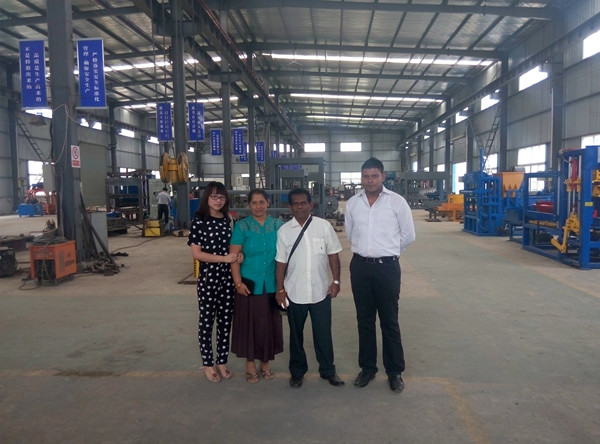 Good news-our Sri Lankan customers visited our factory and purchased our QTY4-15 brick machine